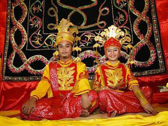 Phong tục cưới xin kỳ lạ: Cô dâu chú rể không được đi vệ sinh 3 ngày sau khi cưới