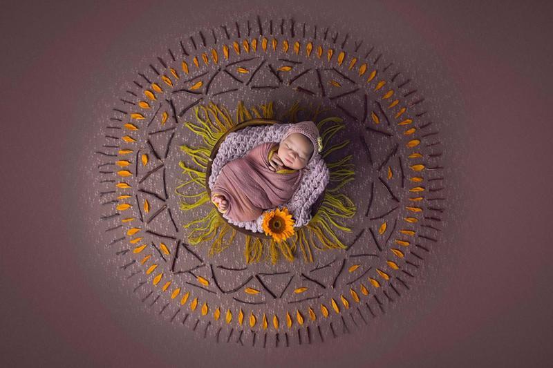 'Vòng tròn Mạn đà làđại diện cho ánh sáng, sự hòa hợp', Dabasinskaite nói.