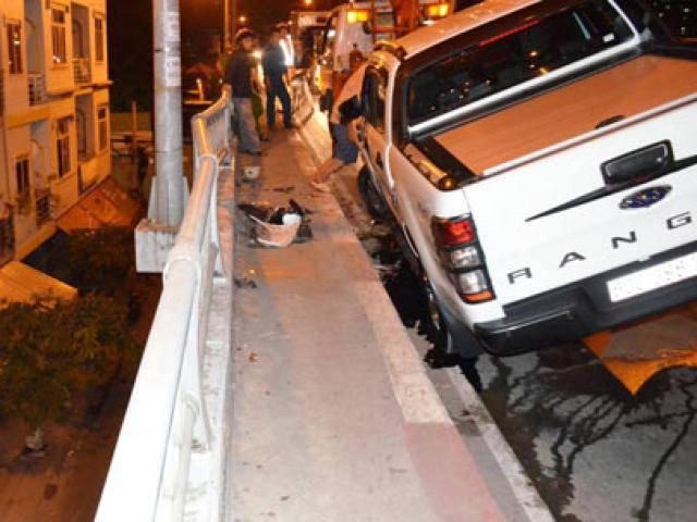 Ô tô đại náo ở Sài Gòn, húc người đi đường bay xuống cầu chết thảm
