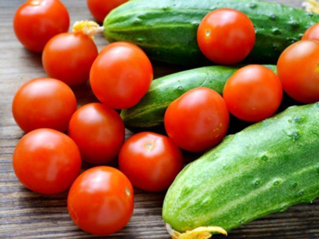 Cà chua tuy bổ dưỡng nhưng nếu kết hợp với các thực phẩm này dễ hại thân