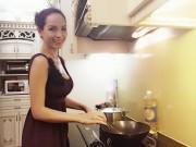 """Sao Việt - Cựu người mẫu Thúy Hạnh: """"Con đường ngắn nhất giữ lửa hạnh phúc là đi qua... dạ dày"""""""