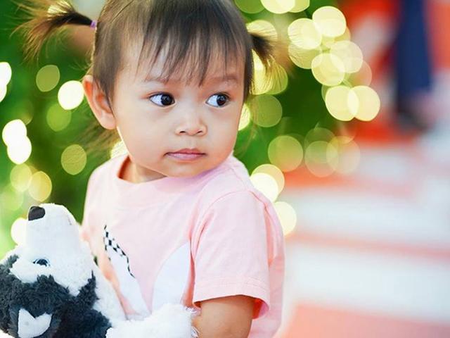 Con gái xinh đẹp của bà mẹ cụt chân từng bị dè bỉu liệu sinh con ra có lành lặn?