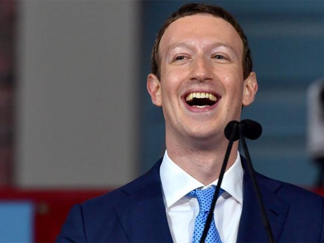 Phiên điều trần của Mark Zuckerberg: Cả hội trường cười lớn khi nghe câu hỏi