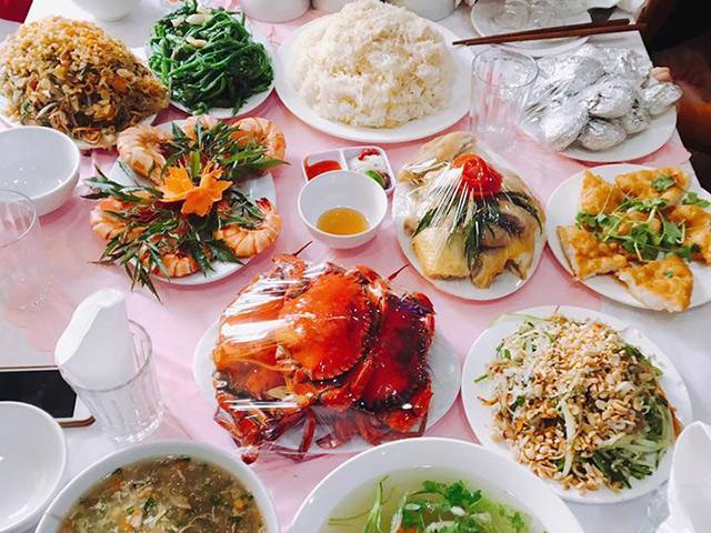 Gái Quảng Ninh khoe cỗ cưới toàn hải sản, dân tình rần rần xem cỗ cưới đoán quê