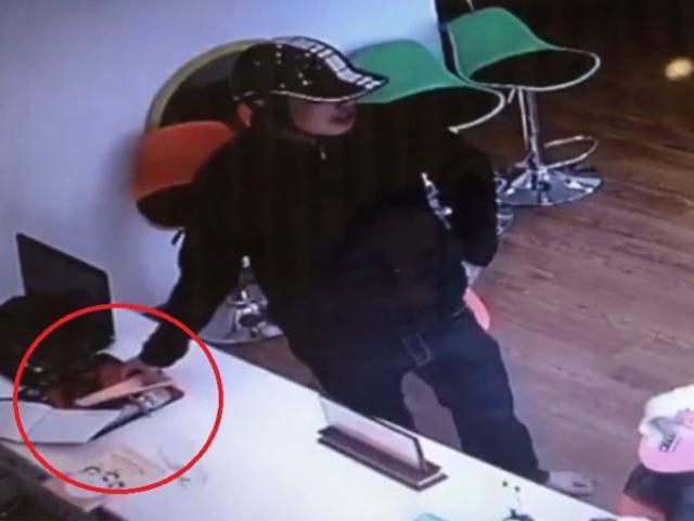 Giả làm phụ huynh, tên trộm vào lớp mẫu giáo thó ngay điện thoại di động trên bàn