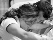 """Vượt cạn đau như  """" chết đi sống lại """" , chồng nên làm gì để giúp vợ?"""