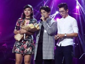 Hà Anh Tuấn bất ngờ nhường sân khấu giúp fan nam cầu hôn người yêu