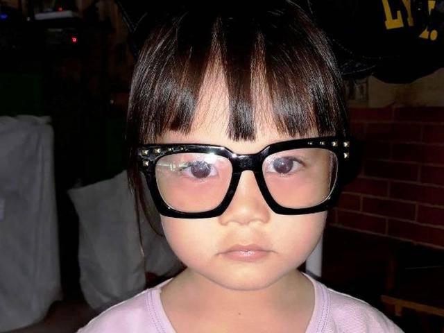 Bé gái 5 tuổi bất ngờ mất tích bí ẩn sau khi ra quán cà phê cùng bố mẹ