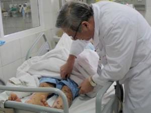 """Hà Nội: Bị vi khuẩn """"ăn não"""" tấn công, thiếu nữ 15 tuổi rơi vào trạng thái hôn mê"""