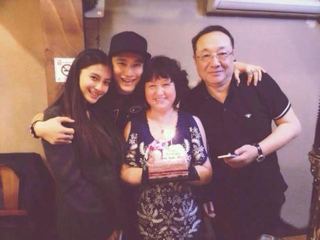 Ngôi sao 24/7: Không ai ngờ Angelababy chấp nhận kết hôn với Huỳnh Hiểu Minh là vì bố chồng