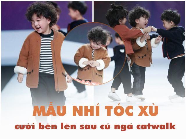 Sau cú ngã chỏng chơ trên sàn catwalk, cậu bé 4 tuổi bỗng nổi tiếng khắp mạng xã hội