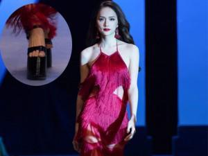 Hoa hậu Hương Giang có màn catwalk cực đỉnh trên đôi giày cao đến 25cm