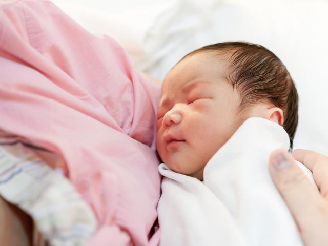 Cách bổ sung canxi cho trẻ sơ sinh do chuyên gia Viện dinh dưỡng tư vấn