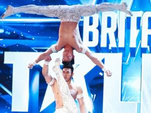 """Đi thi Got Talent Anh Quốc, anh em """"hoàng tử xiếc"""" Quốc Cơ - Quốc Nghiệp gây kinh ngạc"""
