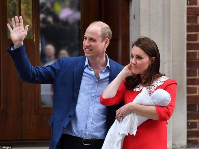 Công nương Kate Middleton và Hoàng tử William ra mắt tiểu hoàng tử mới chào đời