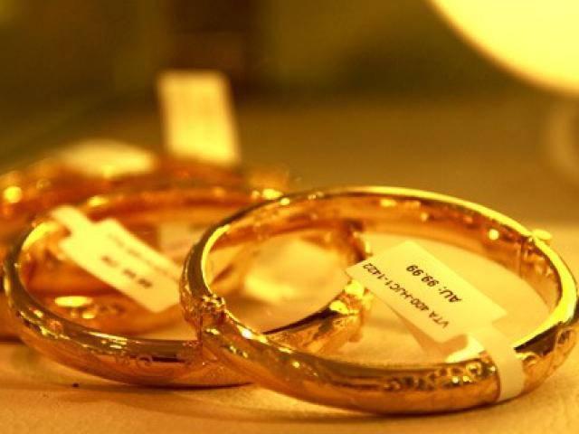 Giá vàng hôm nay: Vàng liên tiếp giảm giá, đồng USD tăng nhanh