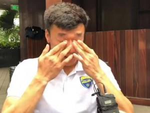 Chỉ 2 ngày sau màn catwalk, Bùi Tiến Dũng đã phải bật khóc ngay trong phỏng vấn
