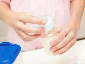 Sữa đắt tiền đến mấy mà mẹ mắc 7 sai lầm này khi pha, chất dinh dưỡng đều mất hết