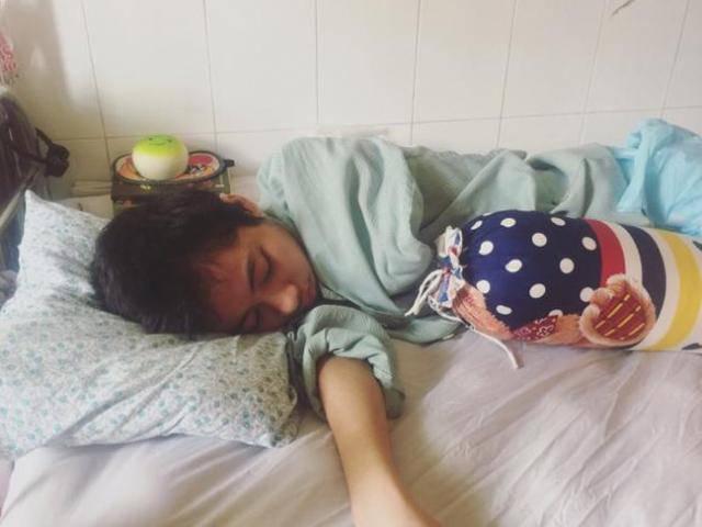 Nữ sinh liệt nửa người sau tai nạn thảm khốc: Từng có ý định tự tử để mẹ đỡ khổ
