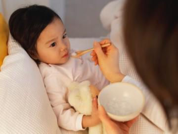 Trẻ sốt về đêm: Thực hiện ngay 4 bước bác sĩ Nhi khuyên giúp con cắt ngay cơn sốt