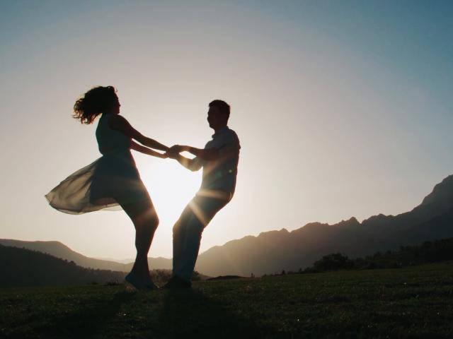 Nếu gặp được tình yêu đích thực của mình, hãy vị tha và giữ lấy nhau khi còn có thể