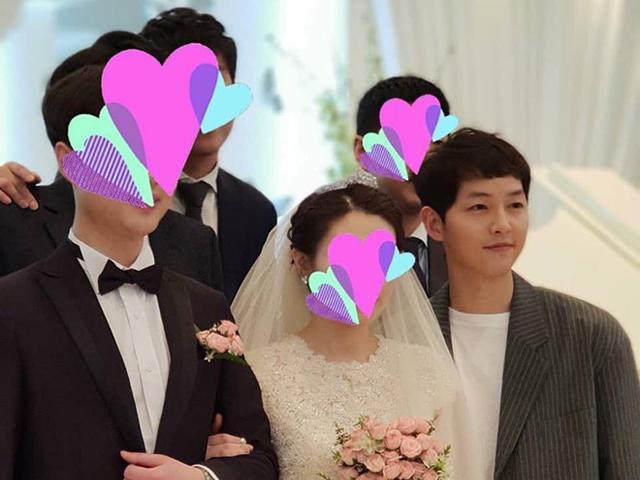 Sau hôn lễ với Song Hye Kyo, Song Joong Ki chạy show không nghỉ đám cưới của bạn bè thân