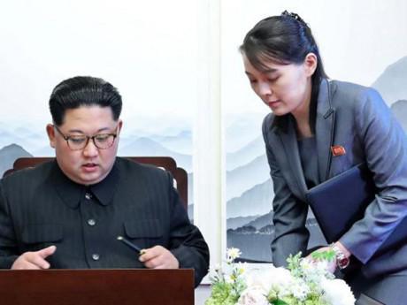 Người phụ nữ bí ẩn bên cạnh Kim Jong-un là ai?