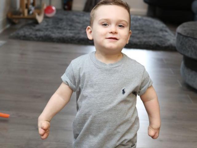 Bị trả về vì mắc viêm màng não, 17 ngày sau bé trai 8 tháng khiến nhiều người bất ngờ