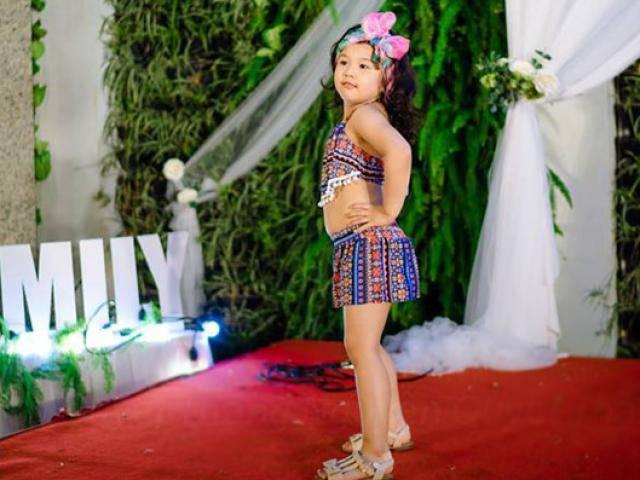 Con gái Jennifer Phạm lần đầu mặc bikini đi catwalk siêu đáng yêu