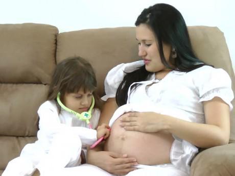 Những thói quen hằng ngày mẹ bầu nên bỏ ngay kẻo bị sảy thai