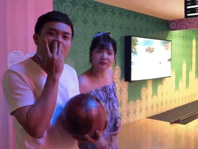 Trấn Thành lên mặt dạy em vợ chơi bowling và cái kết... mất hết thể diện