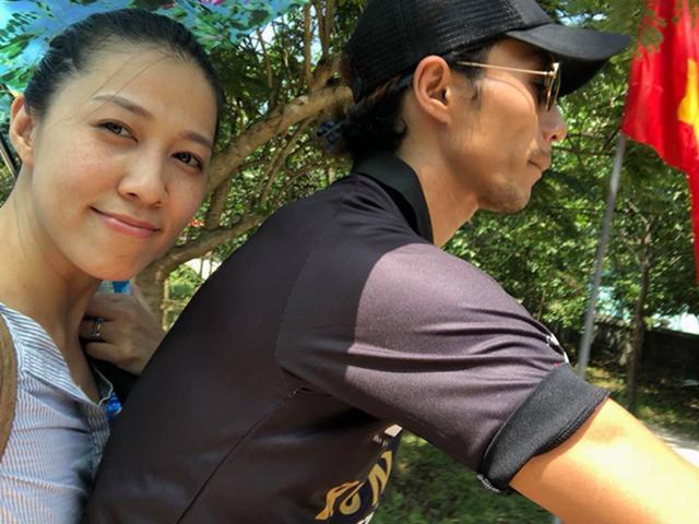 Vợ chồng Phạm Anh Khoa vui vẻ đưa hai con đi chơi dù scandal chưa ngã ngũ
