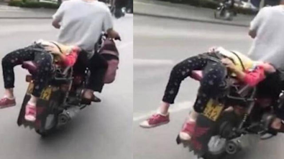 Tức giận vì con không muốn đi học, ông bố trói con trên xe máy chở đến  trường