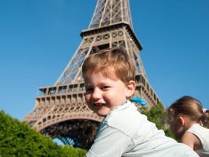 Tại sao trẻ em Pháp không bao giờ khóc? 9 bí mật dạy con mẹ Pháp chưa từng tiết lộ