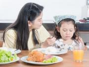 """Làm mẹ - Chuyên gia dinh dưỡng """"kể tội"""" bố mẹ khiến trẻ lười ăn"""