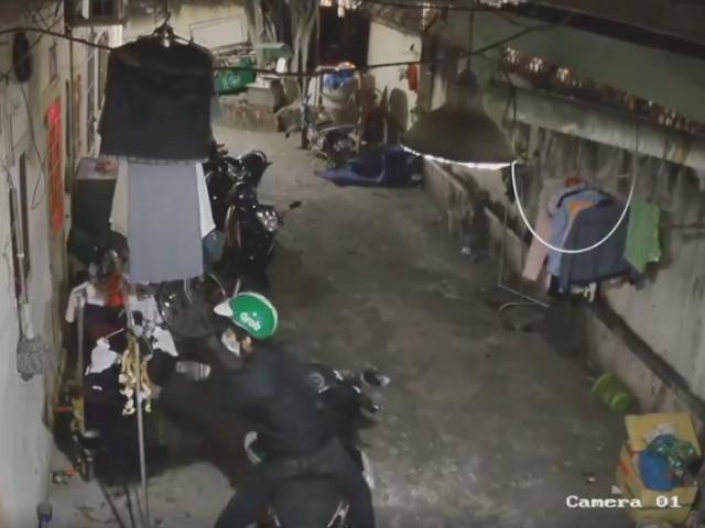 Thanh niên đội mũ Grab, vào xóm trọ ăn cắp đồ lót bị camera ghi lại