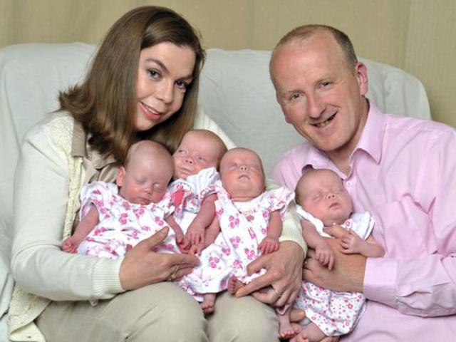 10 năm cố gắng, cặp đôi làm nên lịch sử khi hạ sinh bốn bé gái từ một phôi thai