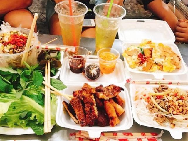 Lạc lối trong 3 con hẻm ăn vặt ngon-bổ-rẻ không thể bỏ lỡ khi du lịch Sài Gòn