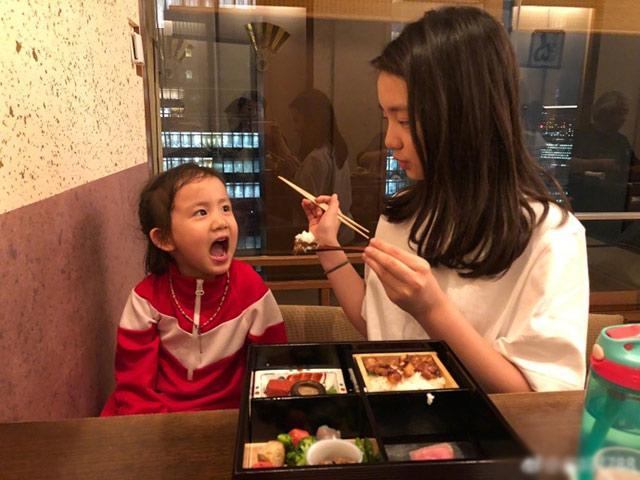Bà mẹ Standford Trần Mỹ Linh: Đừng bao giờ để con ăn một mình (P2)