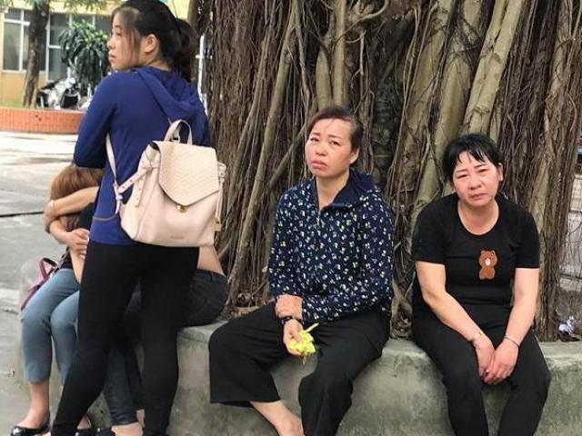 Tin tức 24h: Xé lòng tiếng khóc gọi cha của 3 con nam bệnh nhân tử vong khi mổ tay