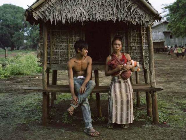 Bộ lạc kỳ lạ, nơi bố mẹ xây chòi cho con gái quan hệ với bao nhiêu người tùy ý