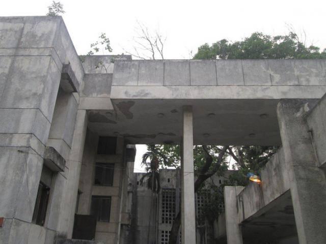 Hà Nội: Cận cảnh ngôi nhà ma số 300 Kim Mã sau gần 30 năm bỏ hoang