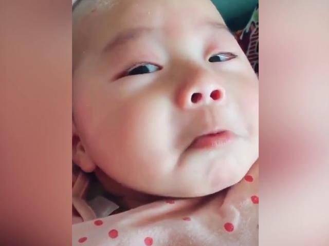 Giả vờ khóc để ăn vạ - em bé khiến người xem không thể nhịn cười