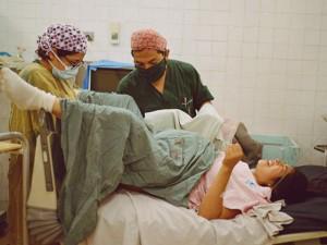 Ngắm khoảnh khắc đau đớn nhất của phụ nữ khắp thế giới khi được lên chức Mẹ