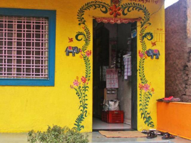 Kỳ lạ ngôi làng phụ nữ đi tắm không cần phải đóng cửa, ngân hàng không cần khóa