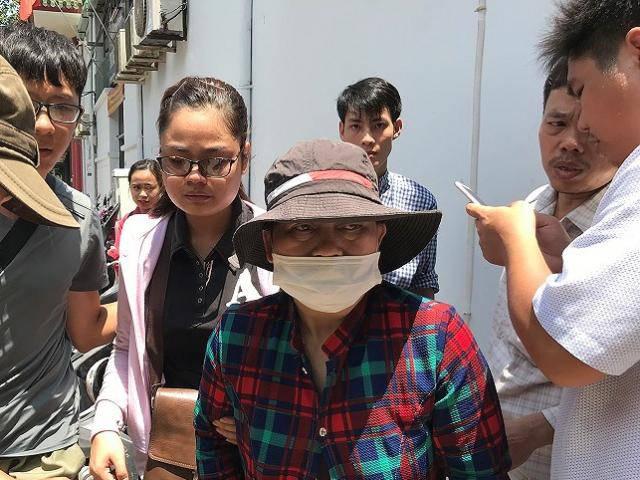 Vợ sắp cưới khóc ngất bên linh cữu của hiệp sĩ Nguyễn Hoàng Nam