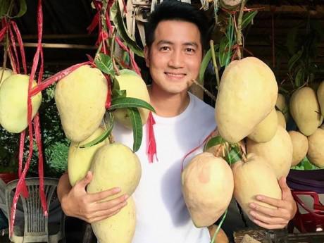 Hơn 40 tuổi chưa vợ con, trai đẹp Nguyễn Phi Hùng tiết lộ cuộc sống ung dung, tự tại