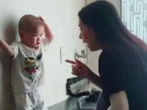Biểu cảm của con trai khi bị mẹ Phi Nhung mắng khiến ai cũng khen vì quá yêu