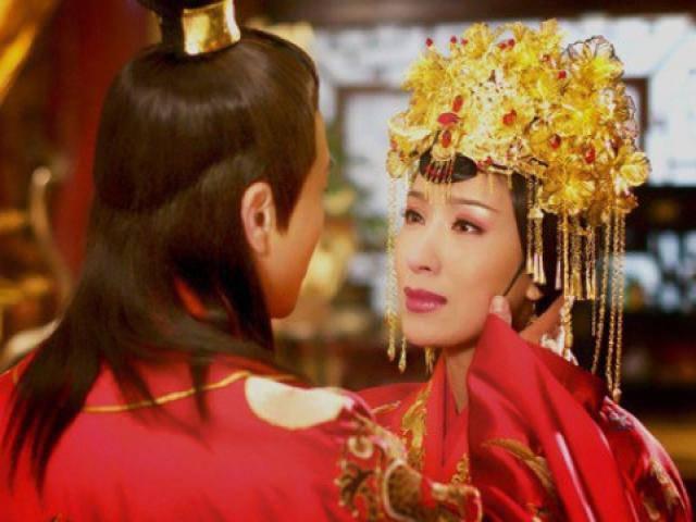 Hoàng đế Trung Hoa và mối tình si mê đến điên dại với người bảo mẫu già hơn 19 tuổi