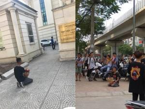 Nam thanh niên quỳ gối trước cổng học viện Âm nhạc Quốc gia Việt Nam gây xôn xao